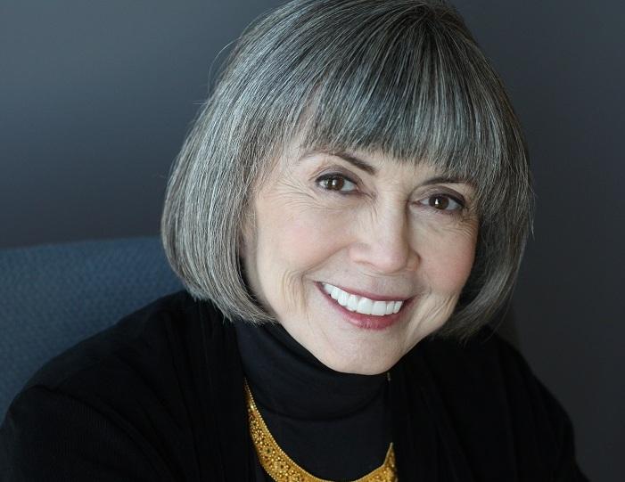 Photo de Anne Rice avec un hauteur de 157 cm et à l'age de 79 en 2021