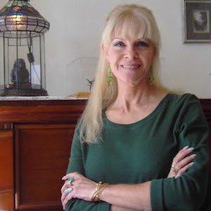 escritora Pauline Gedge