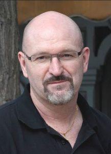 escritor Esteban Navarro