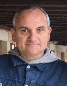 escritor Mario Escobar