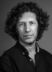 escritor Javier Menéndez Flores